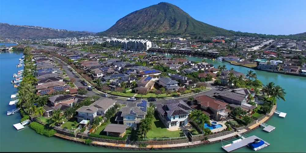 Hawaii Kaii waterfront neighborhood.